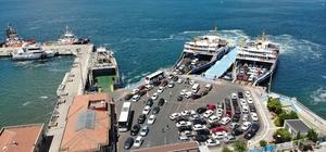 Çanakkale'de tatilcilerin dönüş çilesi başladı Çanakkale feribot iskelesinde 2 kilometrelik araç kuyruğu oluştu