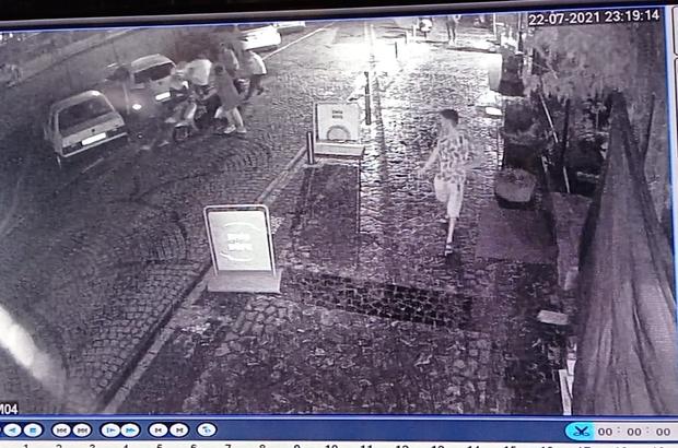 Kavgayı ayırmaya çalışan kişi silahla vuruldu Vatandaşın vurulma anı güvenlik kameralarınca an ve an kaydedildi