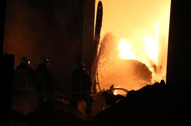 Antalya'da plastik fabrikasındaki yangın kontrol altına alındı Kontrol altına alınan yangını soğutma çalışmaları devam ediyor
