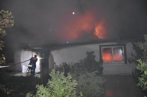 Ayrılmayı kabul etmeyen koca evi ateşe verdi