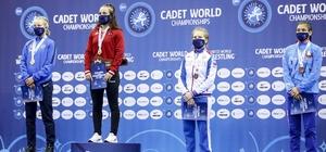 Selvi İlyasoğlu Türkiye'ye ilk altın madalyayı kazandırdı Selvi, Dünya Güreş Federasyonu'na manşet oldu