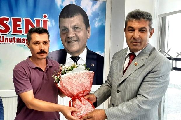 Muhtar Taş'tan gazetecilere çiçek