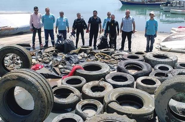 Denizden traktör tekeri de çıktı, klozet de Adana'nın sahil ilçeleri Karataş ve Yumurtalık'ta çöplüğe dönen denizden çıkarılan traktör tekeri, kalorifer peteği ve klozet görenlere pes dedirtti