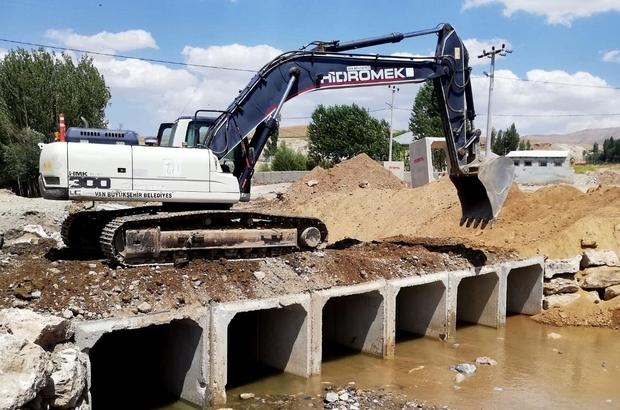 Van'da sel ve su taşkınlarına karşı menfez çalışması