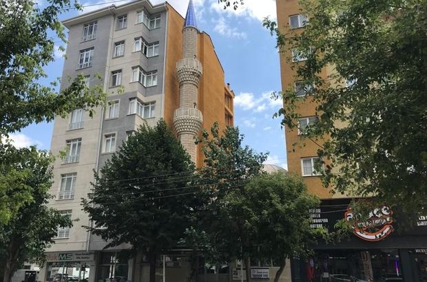 7 katlı binaların arasında kalan cami adeta görünmez oldu Mahalle camisi binaların arasında sıkışıp kaldı