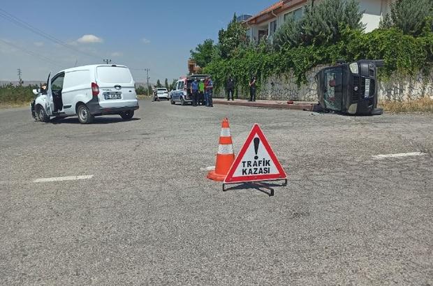 Sivas'ta hafif ticari araçlar çarpıştı: 3 yaralı