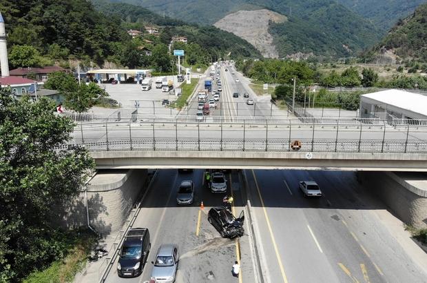 D-650 karayolunu kilitleyen kaza: 3 yaralı Meydana gelen kazada trafik durma noktasına geldi Kaza sonrası oluşan araç kuyruğu havadan görüntülendi