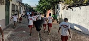 Sokak ve caddeleri sporcular temizledi