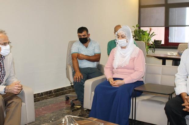 """Rektör Özaydın tedavi gören askeri ziyaret etti Prof. Dr. Özaydın: """"Yaralı askerimiz emin ellerde"""""""
