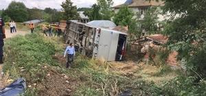 Memurları taşıyan otobüs otomobil ile çarpıştı: 18 yaralı