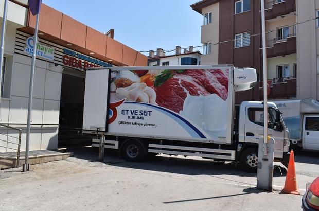 Kurban etleri ihtiyaç sahiplerine ulaştırılıyor Sivas'ta hayırseverler aracılığıyla kesilen 118 büyükbaş kurban ihtiyaç sahiplerine ulaştırılmaya devam ediyor