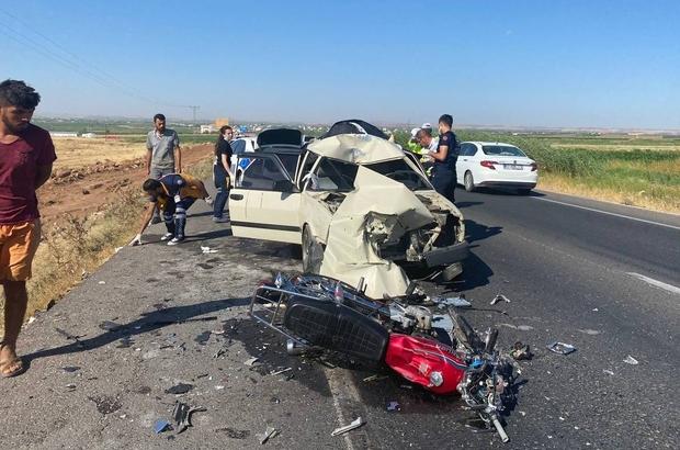 Çarptığı otomobilin üzerinde asılı kalan motosiklet sürücüsü öldü Şanlıurfa'da feci kaza Motosiklet ile otomobil çarpıştı: 1 ölü, 3 yaralı