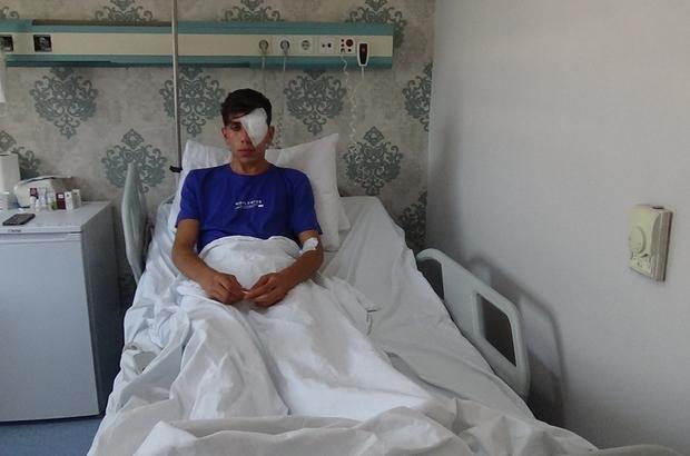 """Diyarbakır'da rastgele atılan maytap, 17 yaşındaki genci sol gözünden etti Gözünü kaybeden genç, maytap üretimi ve satışı yapanların cezalandırılmasını istedi 17 yaşındaki Mehmet Eyüp Aksoy: """"Bugün ben ağladım, benim annem ağladı ama başkalarının anneleri ve çocukları ağlamasın"""""""