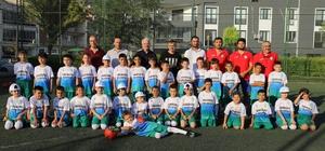 Başkan Bilgin'den minik futbolculara ziyaret