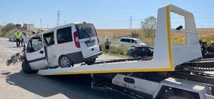 Gelibolu'da feci kaza, araçlar kafa kafaya çarpıştı: 2 ölü