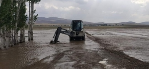 Van'ın 3 ilçesinde sel felaketi Sel suları konteyneri böyle parçaladı