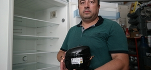 """(ÖZEL) Buzdolabı motorlarının ömrü doğa dostu gazlar nedeniyle kısaldı 15 senedir beyaz eşya tamirciliği yapan Bülent Şahin: """"R600 gazlı buzdolaplarının yaklaşık 7 yıl ömürleri olduğunu düşünüyorum"""""""