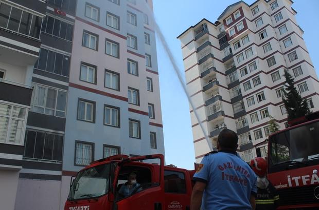 11 katlı binanın çatısında çıkan yangın kontrol altına alındı Yangında dumandan etkilenen 3 itfaiye eri hastaneye kaldırıldı Vatandaşlar dumandan etkilenen itfaiye erlerine ayran içirdi