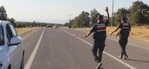 Konya'da 7 kişinin katil zanlısı arazide aranıyor Polis ve jandarma özel harekat ekipleri dağlık alanlarda arama yaparken, yol güzergahlarında jandarma ekipleri araçları tek tek durdurup arayıp, kimlik kontrolü yapıyor