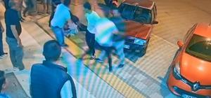Kafasından tuttuğu şahsın sırtına bıçağı sapladı İki grup arasında çıkan bıçaklı kavga güvenlik kamerasına yansıdı
