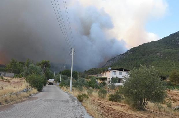 Köyceğiz yanmaya devam ediyor Alevler mahalleye ulaştı