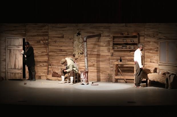 """Mezitli'de Tiyatro Akşamları başladı Başkan Tarhan: """"İnsanlarımızı sanatla buluştururken tiyatrocularımızı da özledikleri bu alkışa kavuşturmak istedik"""""""