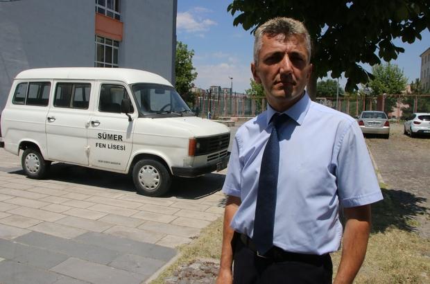 (özel) Bu da öğrencilerin 'Çiçek Abbas' minibüsü Sümer Fen Lisesine 1989 yılında 0 kilometre hibe edilen minibüs öğrencilere hizmet vermeye devam ediyor