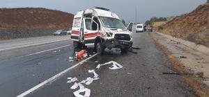 Bingöl'de ambulans kaza yaptı: 3 yaralı