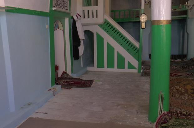 """Halıları çalınan camiyi boş bırakmıyorlar Taşhan Mahallesi sakinlerinden Abdullah Özdemir: """"Halılar çalındığından beri gece gündüz camideyim"""""""