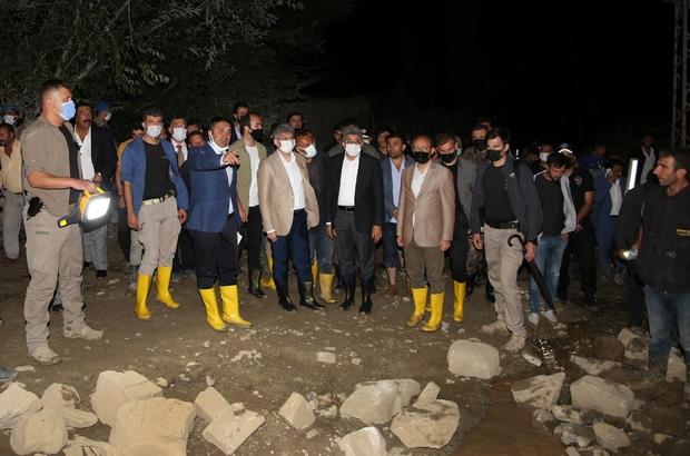 Van Büyükşehir Belediyesi sellerde vatandaşı yalnız bırakmadı Yıkılan köprü ve menfezler onarılıyor