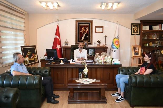 Başkan Bozdoğan, Tokyo'dan dönen milli voleybolcu Tuğba Şenoğlu'nu ağırladı