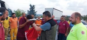 Evlerine dönen 'alev savaşçıları'nı mesai arkadaşları otoyolda karşıladı