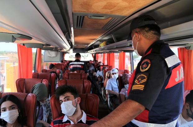 Emniyet kemerleri yolculara tek tek taktırıldı Turizm kenti Antalya'da şehirlerarası yolcu otobüslerine sıkı denetim