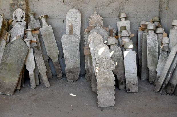 Tarihi mezar taşları Kuşadası geçmişine ışık tutacak