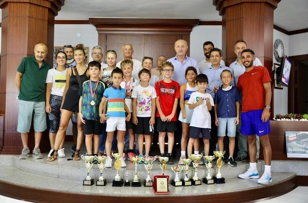 """Didim Tenis Kulübü öğrencileri Başkan Atabay ile görüştü Atabay: """"Spor ve sporcunun daima destekçisi olacağız"""""""