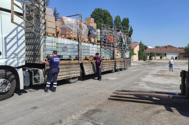 Tır dorsesindeki tanklarda 5 ton kaçak benzin yakalandı