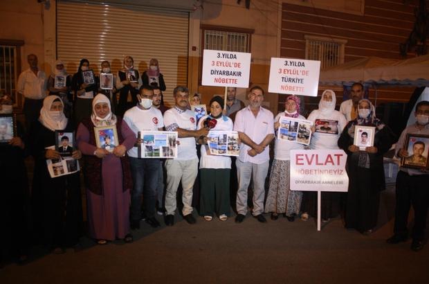 Diyarbakır'da ailelerin evlat nöbeti gece de devam ediyor