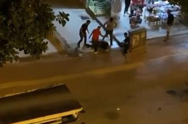 Taciz şüphelisini yere yatırıp tekme tokat dövdüler Antalya'da iki ayrı kavgada tekme ve yumruklar konuştu Sokak ortasında iki arkadaşın tartışması kavgaya sonuçlandı