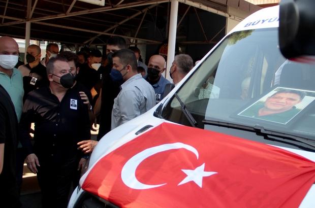 Başkan Böcek'ten, ağabeyine son görev Covid-19'u yenen Büyükşehir Belediye Başkanı Muhittin  Böcek', aynı hastalıktan ölen ağabeyini son yolculuğuna uğurladı