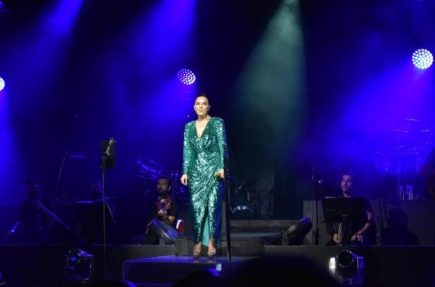 Ebru Gündeş'le muhteşem final Uluslararası Bursa Festivali Ebru Gündeş'in 30 Ağustos Zafer Bayramı özel konseriyle muhteşem bir finale imza attı