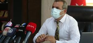 """Aşı 'hayata bağlamaya' devam ediyor Elazığ'da hayatını kaybeden veya yoğun bakımda bulunan hastaların büyük çoğunun aşılarını ya yapmadığı ya da eksik yaptığı belirlendi Elazığ İl Sağlık Müdürü Polat: """"Bizim yoğun bakımda yatan veya ölen hastalarımızın neredeyse tamamı aşısını ya yaptırmamış ya da eksik yaptırmış"""""""