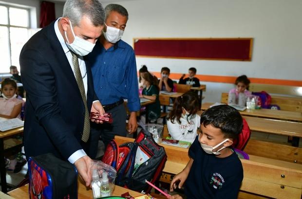 """Yeşilyurt Belediye Başkanı Mehmet Çınar, okulları ziyaret edip, öğrencilerle buluştu """"Bizim İçin Çok Önemlisiniz, Değerlisiniz"""""""