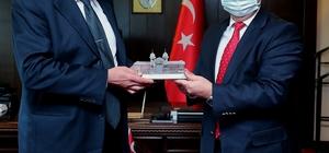"""Rektör Tabakoğlu: """"Ailemizden birinin Bakanlık görevini üstlenmesi bizi çok mutlu etti"""" Bulgaristan Kültür Bakanı Velislav Minekov, Rektör Tabakoğlu ile bir araya geldi"""