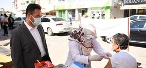 Elbistan, aşılamada mavi kategoriye geçti Belediye Başkanı Mehmet Gürbüz, başlattıkları aşı kampanyasında 12 bin doz aşı yapıldığına dikkat çekerek gösterdikleri ilgiden dolayı vatandaşlara teşekkür etti