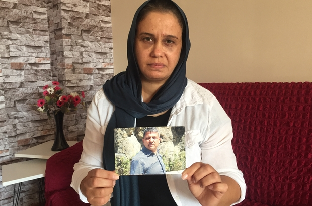 """Eşi gözünün önünde öldü, sürücü serbest kaldı Adana'da Yasemin Bakır adlı kadın, halk otobüsünün kocasına çarparak öldürdüğünü, şoförün serbest kalmasına şaşırdığını söyledi Bakır: """"Geride 3 çocuk var, bir şekilde hayata devam edeceğiz ama o kişinin dışarıda olması insana dokunuyor"""""""