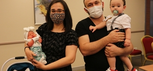 """Karaciğer naklinden sonra 2 bebek dünyaya getirdi, literatüre girdi 2016 yılında karaciğer nakli oldu, 5 yılda ikinci bebeğini kucağına aldı Aylin Atik: """"Bebek sahibi olabilmem çoğu kişiye umut oldu"""" Prof. Dr. Süleyman Cansun Demir: """"Daha önce organ nakli olan hamilelerin tıbbi takibi çok önemli"""""""