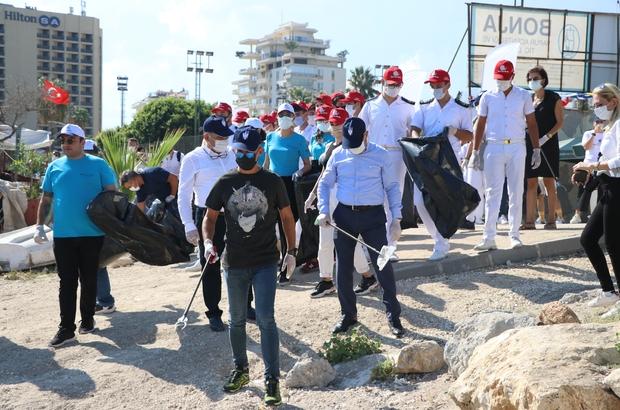 Mersin'de kıyı temizliği etkinliği yapıldı Mersin Deniz Ticaret Odası ile Slow Fish Mersin ekibi iş birliğinde, Büyükşehir Belediyesinin desteğiyle sahil temizliği etkinliği gerçekleştirildi Çok sayıda kurum ve öğrencilerin katıldığı etkinlikte sahilde bulunan çöpler temizlenirken, kirlilik tehdidine karşı farkındalık oluşturulmaya çalışıldı