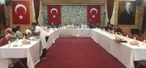 """Başkentteki Adanalılar Aladağ'da buluştu Adana'nın sesini başkente duyurmayı ve devlet büyüklerini ilçelere davet ederek, sorunlara çözüm üretmeyi hedefleyen Başkentteki Adanalılar Derneği'nin bu ayki hizmet durağı Aladağ oldu Çevre ve Şehircilik Bakan Yardımcısı Mücahit Demirtaş:"""" Yangın ve sel felaketinde evi yanan, yıkılan, hayvanları telef olan vatandaşlarımızın yaralarını el birliğiyle saracağız"""""""