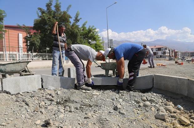Erzincan'da yol ve kaldırım çalışmaları devam ediyor