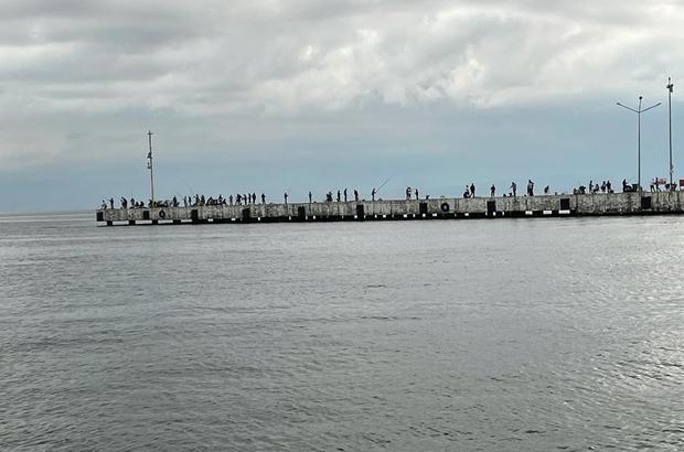 Sinop'ta oltasını alan iskeleye koşuyor
